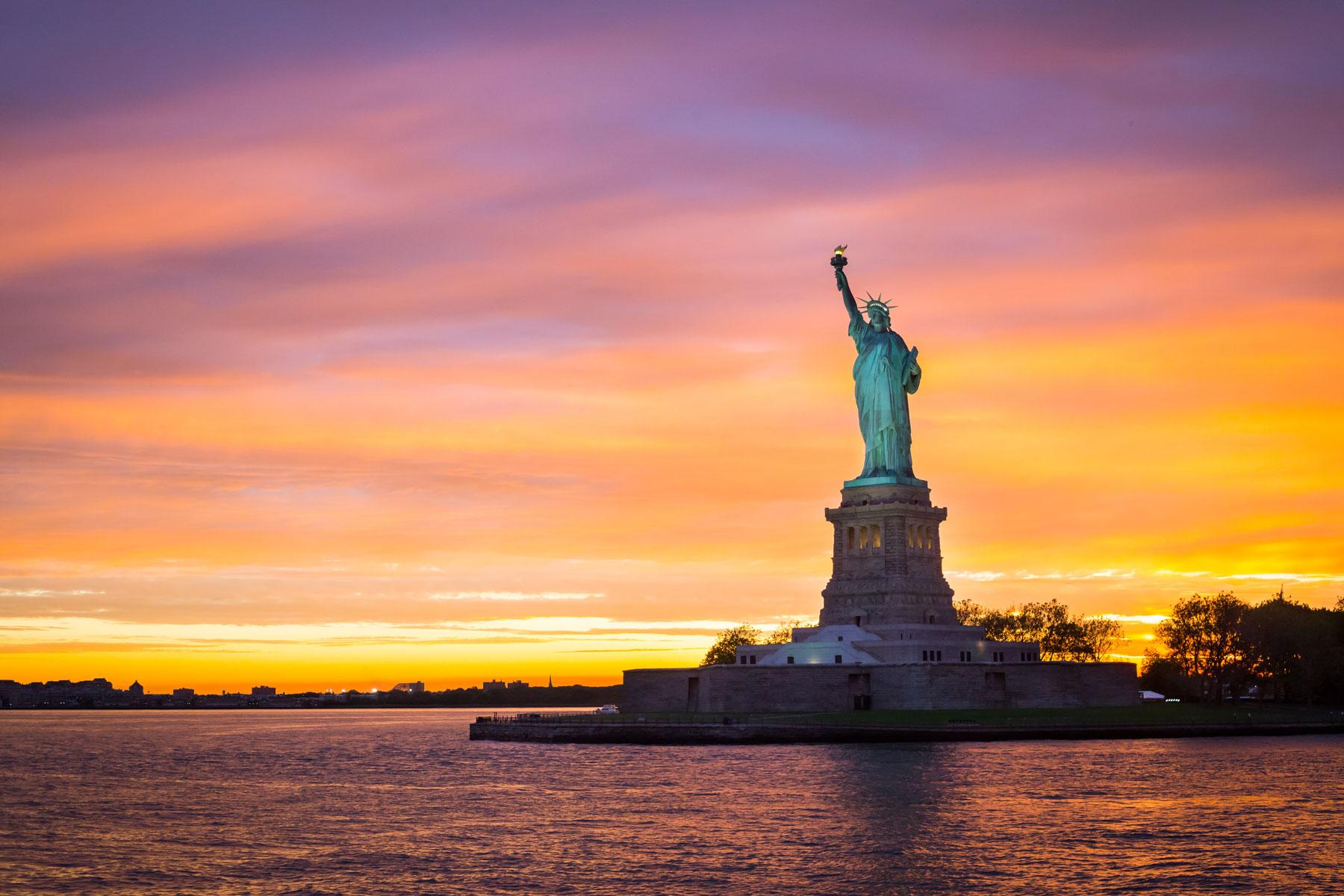 statue-of-liberty-sunset-webopt